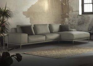 Grand canapé gris d'angle avec 2 relax électriques