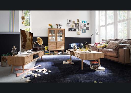 table basse en chêne dns un style scandinave