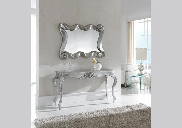 Miroir baroque laqué au dessus d'une console