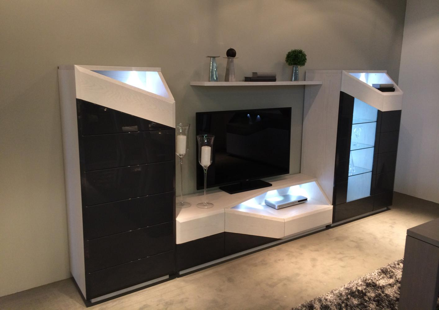 acheter votre meuble tv contemporain avec led chene laque. Black Bedroom Furniture Sets. Home Design Ideas
