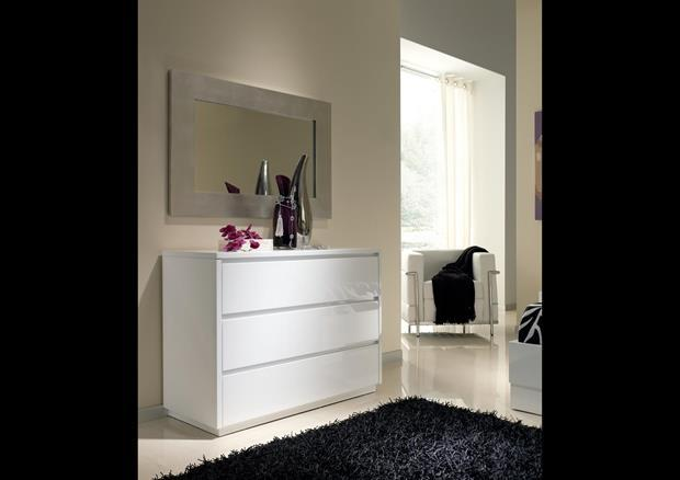 acheter votre commode 4 tiroirs laqu e blanche chez simeuble. Black Bedroom Furniture Sets. Home Design Ideas