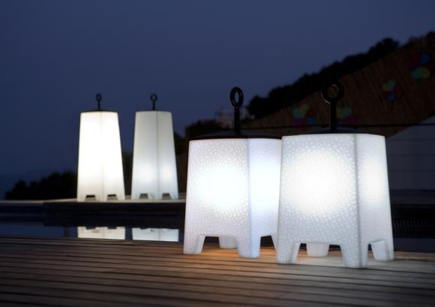 acheter votre lampe poser de jardin contemporaine chez. Black Bedroom Furniture Sets. Home Design Ideas